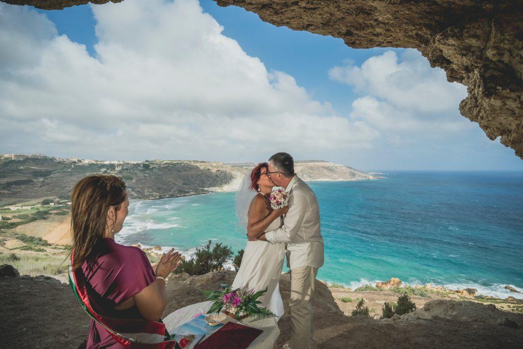 tengerparti esküvő csodálatos kilátással