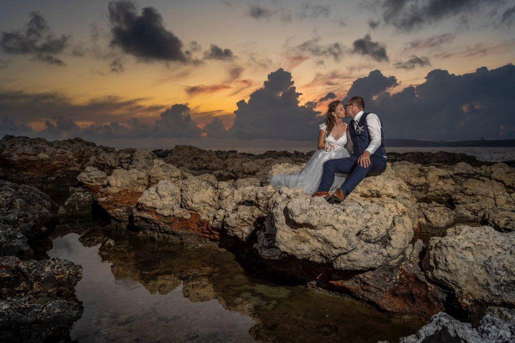 tengerparti esküvő sziklákkal