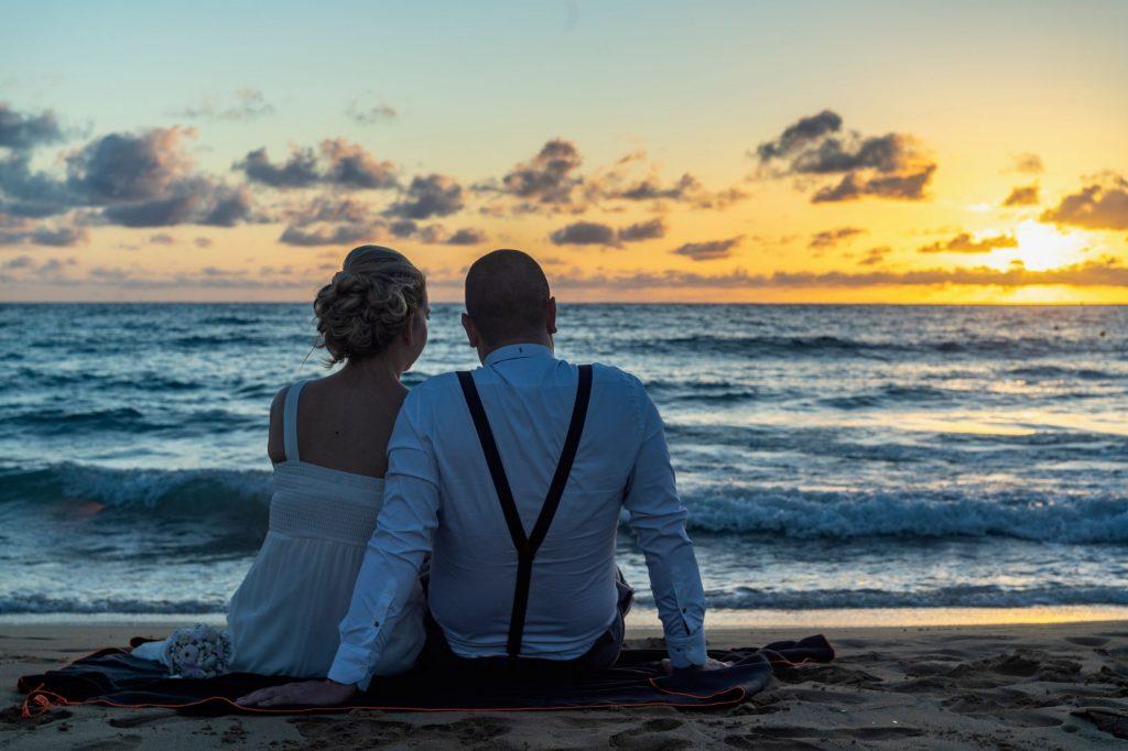esküvő és naplemente