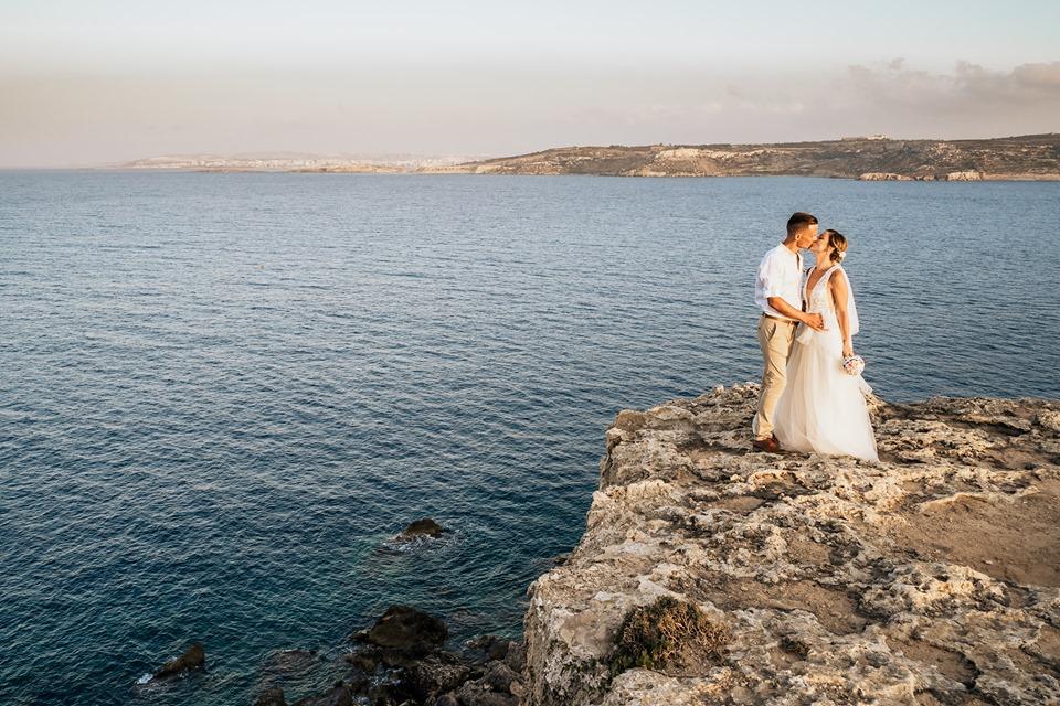 tengerparti esküvő, sziklákkal