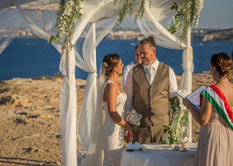 Izabell és Karesz - máltai esküvő